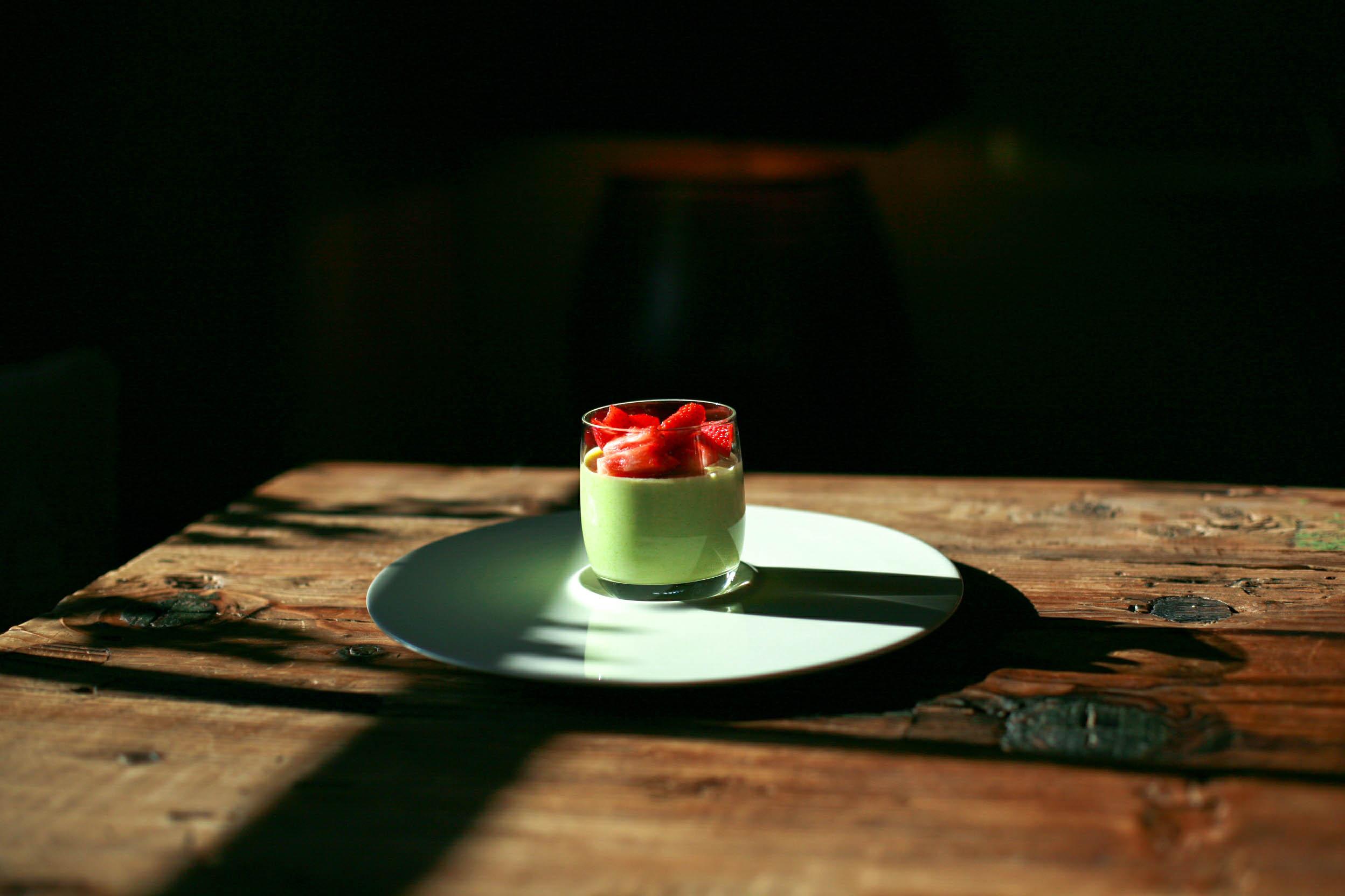 Grüne und süße Spargelmousse mit Erdbeersorbet
